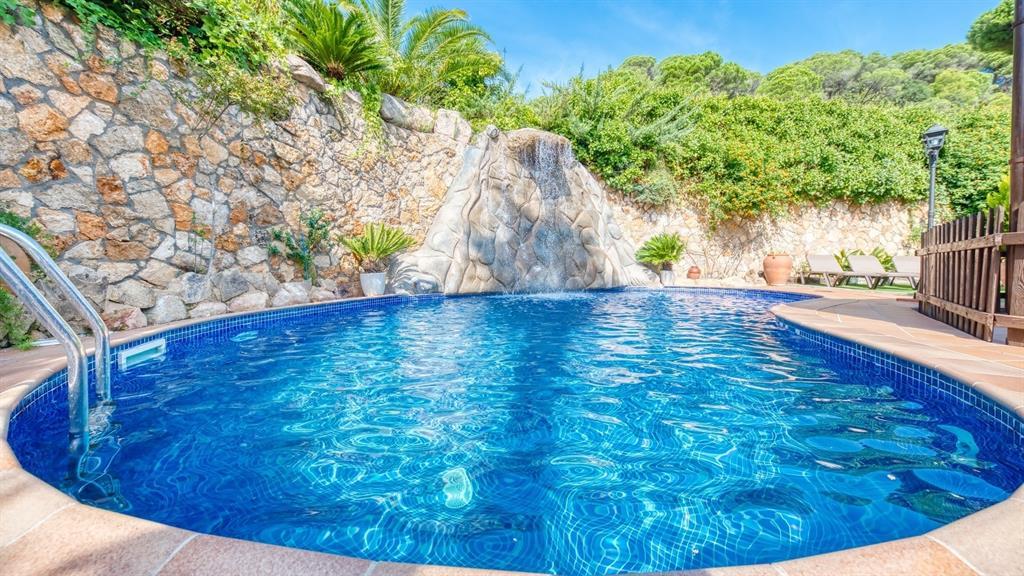 piscine dans rochet
